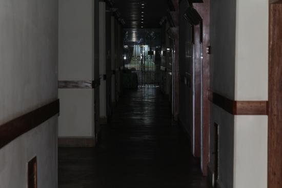 The Khemara Battambang I Hotel: Dark hallway