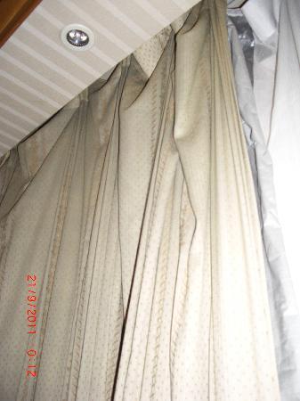 Yihua Hotel: Hanging curtains