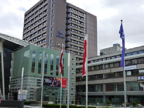 โรงแรม ฮิลตัน อินน์ซบรุค: カジノ併設の建物にある