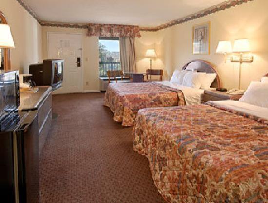 Days Inn Franklin Nashville: Standard Two Double Bed Room