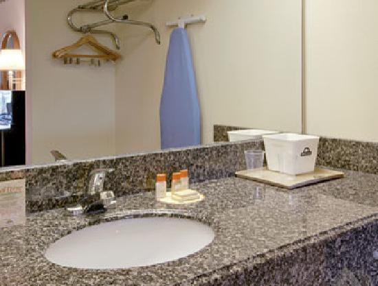 Days Inn Franklin Nashville: Bathroom