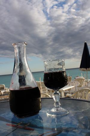 Hotel De La Buffa: Wine for 10euros at the beach by the hotel