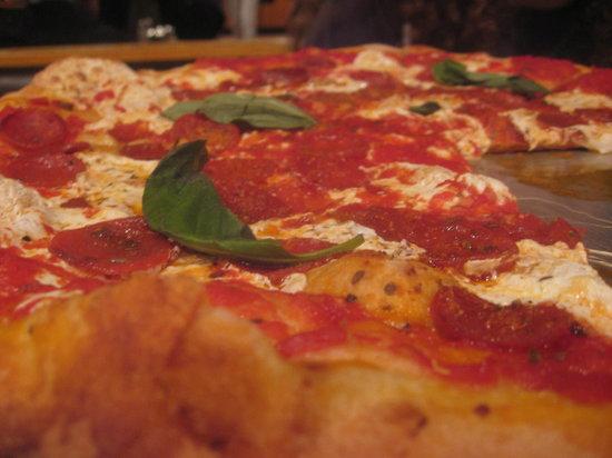 Bella Vita Pizzeria : Thin Crust Pepperoni