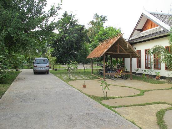 Luang Prabang Paradise Resort: bike parking