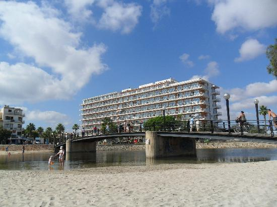 Playa Moreia Apartments: hotel from beach