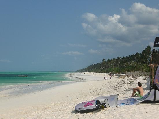 Waikiki Zanzibar Resort: Beach