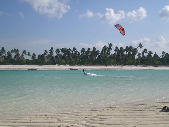 Waikiki Zanzibar Resort: Kitesurfing