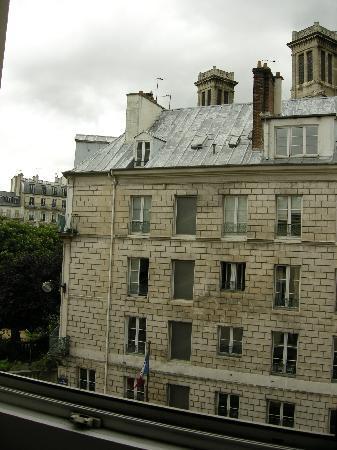 Ibis Paris Gare du Nord La Fayette 10eme: la maison en face de l'hotel