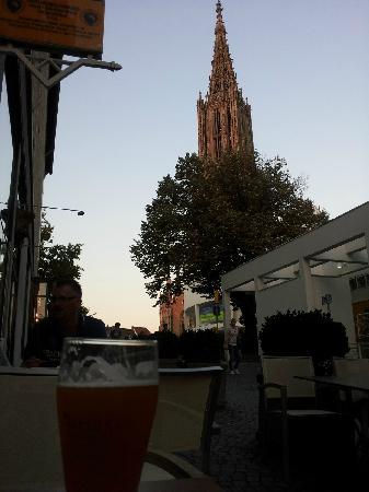 Barfüsser die Hausbrauerei Ulm: Sitting on patio with a view of the Ulm Munster Cathedral
