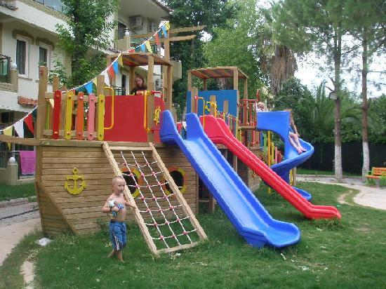 Club Exelsior: Playground at rear, great