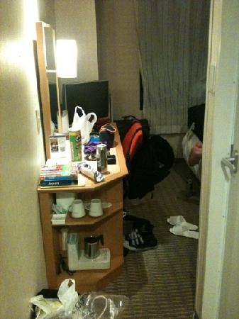 the b ochanomizu: ignore the messy room! tea/ coffee maker + fridge