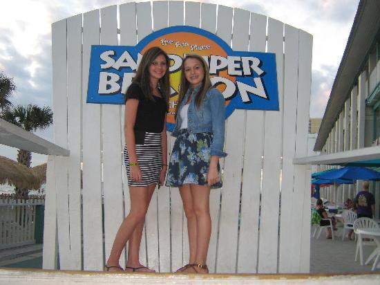 The Sandpiper Beacon Beach Resort: the 2 girls i met