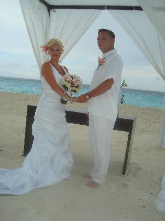 Sun Palace: Beautiful bride and groom
