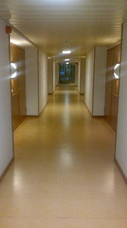 Hotel Rantapuisto: Hallway to the rooms