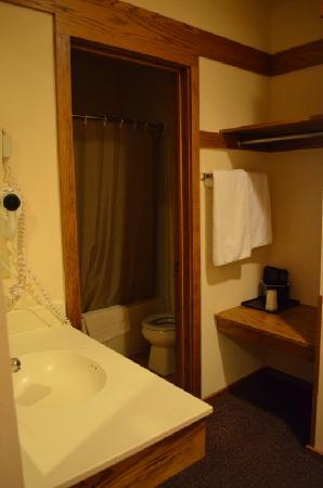 Spring Valley Inn: Bathroom