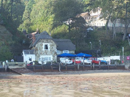 Victoria Lodge Hotel: Beach at Shanklin Chine