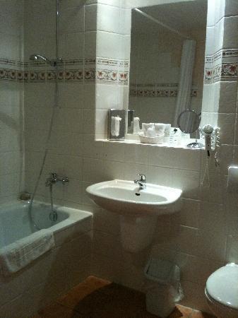 Hotel52 Bergheim: Bathroom at Ambiente Hotel