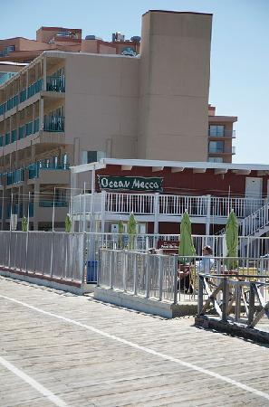 Ocean Mecca Motel: Directly on boardwalk