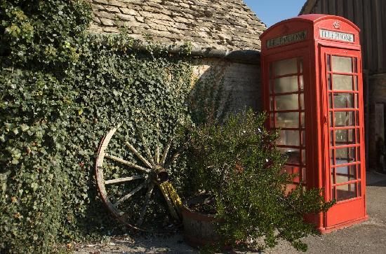 Luckley Holiday Cottages: Utter genius - you want to call the owners? just dial hash 1 from here. Brilliant idea.