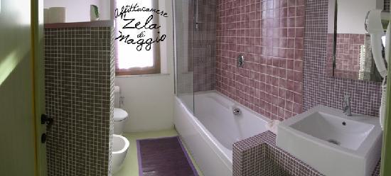 Affittacamere Zela di Maggio: bagno primo piano in comune camera anni '20 e '70