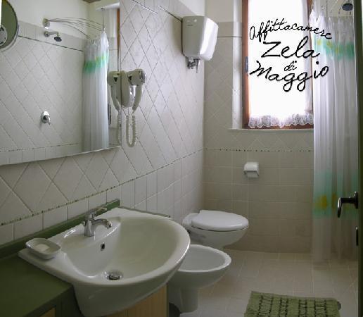 Affittacamere Zela di Maggio: bagno piano terra privato con camera anni '40
