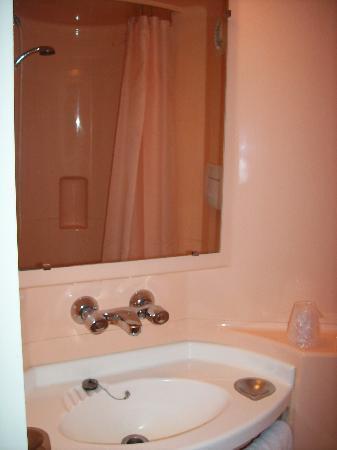 Premiere Classe Annemasse - Gaillard: Bathroom