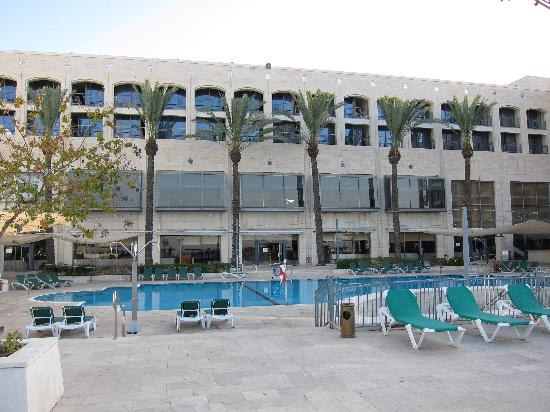 Golden Crown Nazareth Hotel : nice pool, but closed