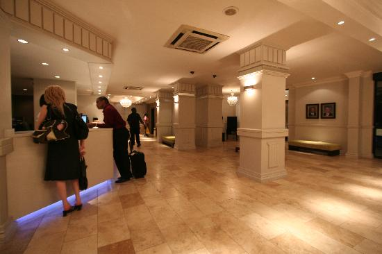 Manhattan Hotel: Reception Area