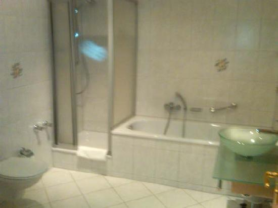 Hotel Ratsstuben : Very modern bathroom