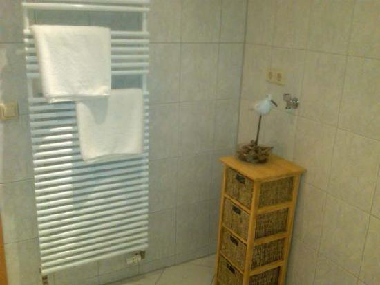 Hotel Ratsstuben : Towel warmer in the bathroom