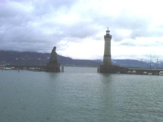 Hotel Ratsstuben : Harbor entrance in Lindau