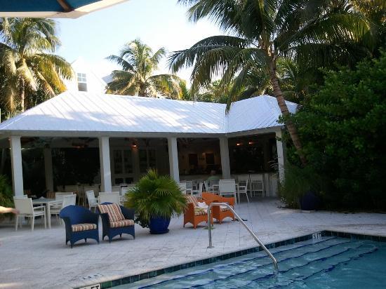 Parrot Key Hotel and Resort: Tiki Bar from main pool