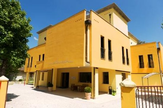 Ostello Montefeltro: Esterno struttura