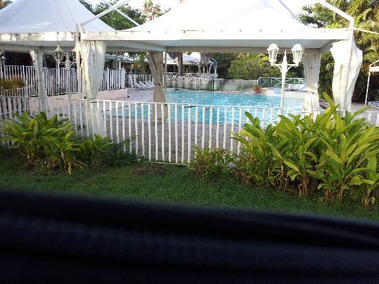 Hotel Residence Golf Village: vue de la villa sur la piscine