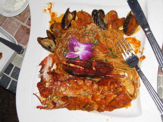 Vigilucci's Cucina: Aragosta alla diavota - maine lobster w mussels, clams, linguine.