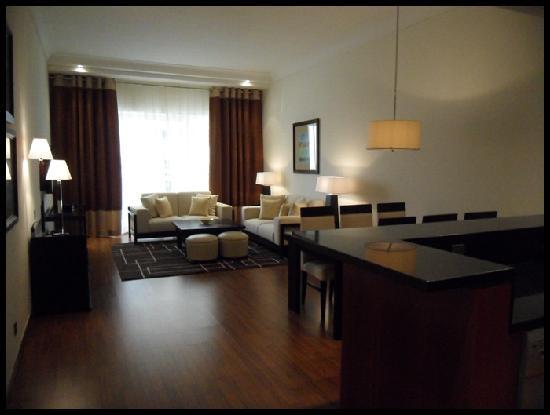 กรอสเวอเนอร์เฮ้าส์ ดูไบ: living area