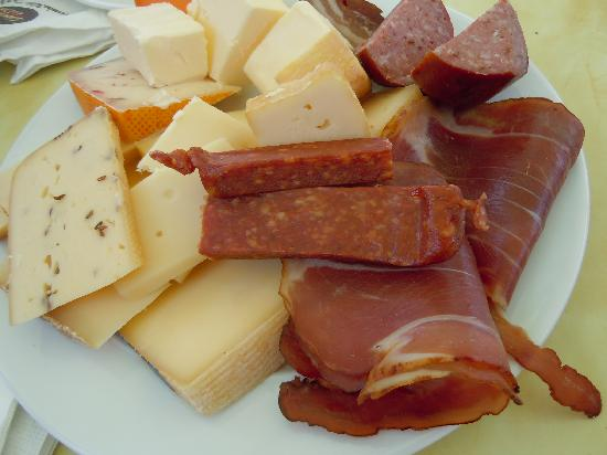Like Us Tours: Yummy lunch at the cheese farm