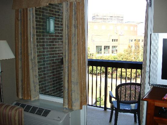 Hampton Inn & Suites Greenville - Downtown - Riverplace: Balcony