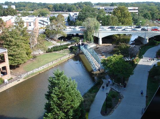 Hampton Inn & Suites Greenville - Downtown - Riverplace: View from balcony