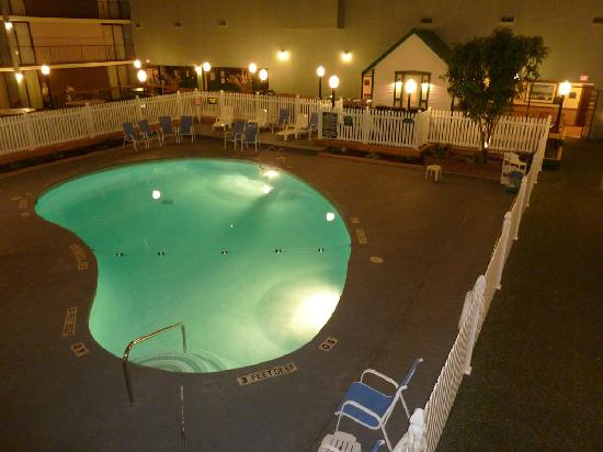 Holiday Inn Auburn - Finger Lakes Region: Pool inside, closes at 10:00 p.m.