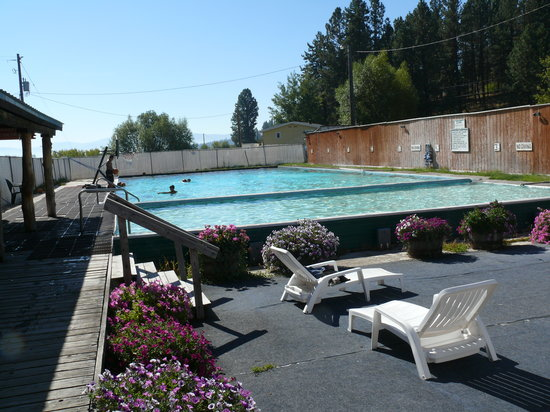 New Meadows, ID: Pool with hotter pool in foreground
