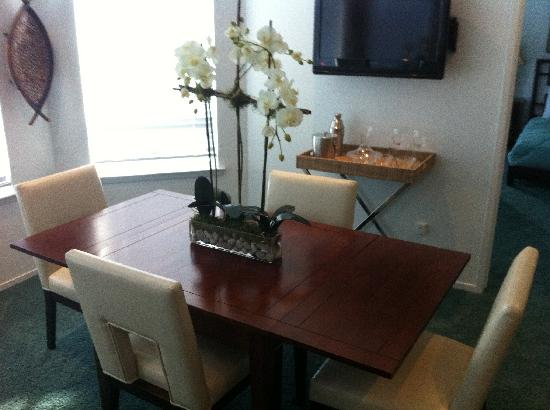 Pier View Suites: The Executive suite dining table
