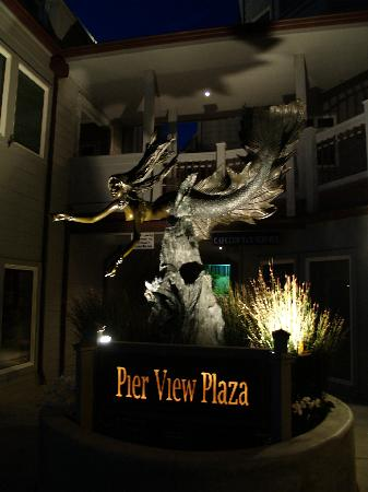 Pier View Suites: Mermaid statue