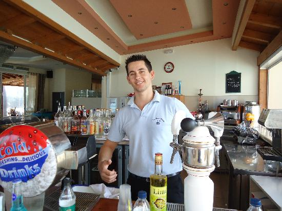 Tsilivi Beach Hotel: Andy the barman