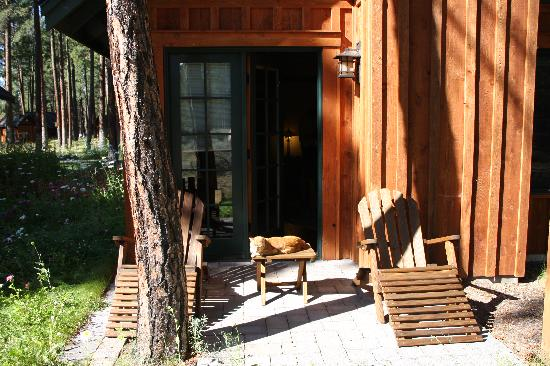 Five Pine Lodge & Spa: Private back patio area