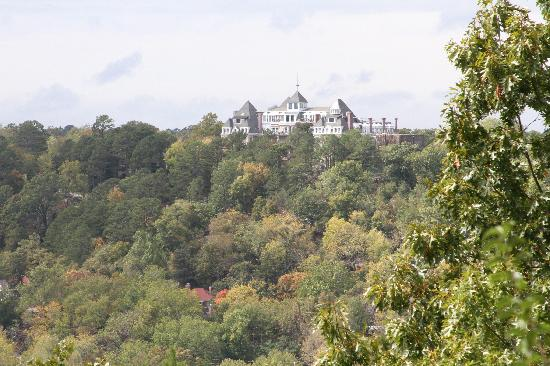 1886 Crescent Hotel & Spa : Cresent Hotel from Christ of the Ozark Lookout