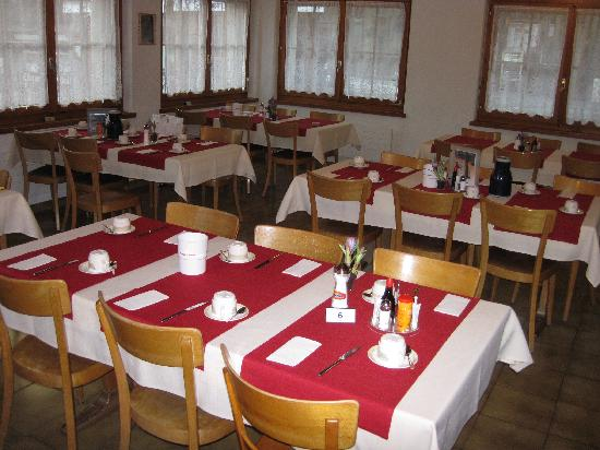 Kur & Ferienhaus Volksheilbad: Buffet Breakfast Area