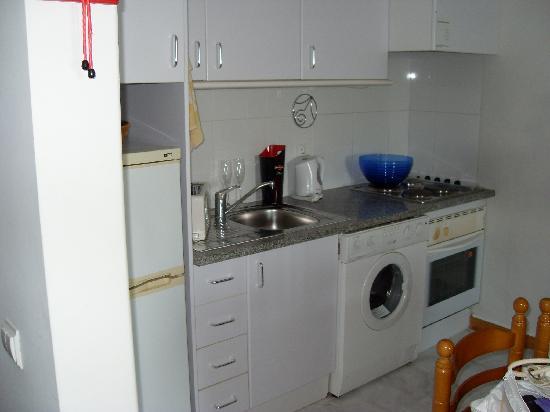 Apartamentos Jardins da Rocha: Kitchen never used.