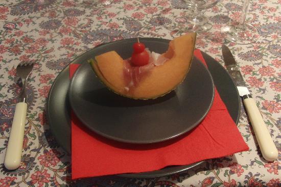 Le Clos de Lucy : melon and prosciutto appetizer