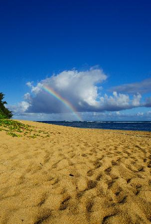 Hale Makai Cottages : Rainbow in the clouds